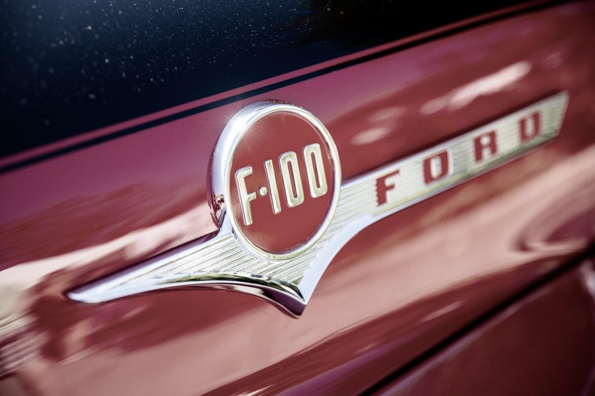 Ford F100 PickUp Logo