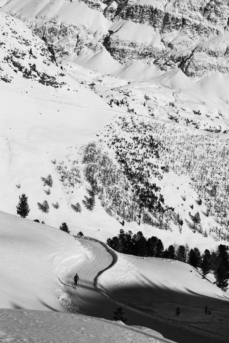 Skitourengeher schwarz weiß