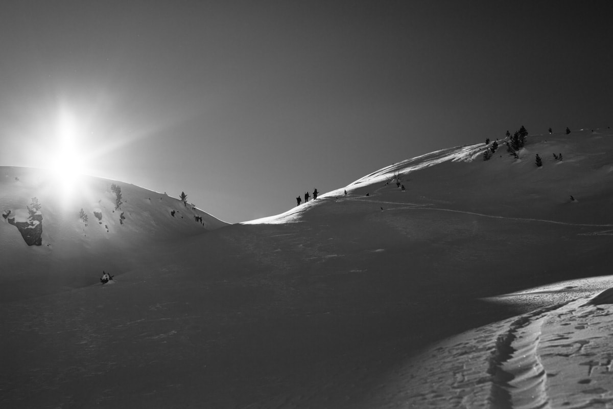 Jäger am Berg mit Gegenlicht