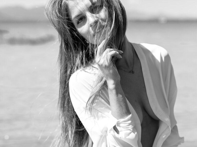Girl Shooting – black and white